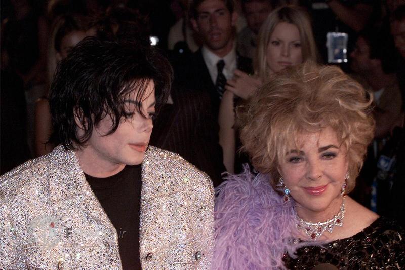 """الیزابت تیلور ستاره قدیمی هالیوود و مایکل جکسون ستاره موسیقی پاپ در مراسم سالگرد 30 سالگی تاسیس """"مدیسون اسکوئر گاردن"""" در نیویورک. 10 سپتامبر 2001"""