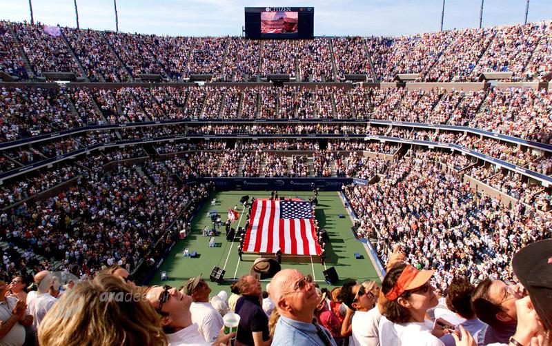"""مسابقات فینال تنیس اوپن امریکا در استادیوم """"آرتور آش"""" در نیویورک. 10 سپتامبر 2001"""