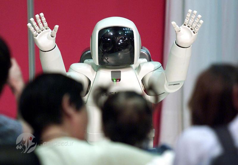 """رونمایی از روبات """"هوندا"""" در شرکت """"کاواساکی"""" در توکیو. 9 سپتامبر 2001"""