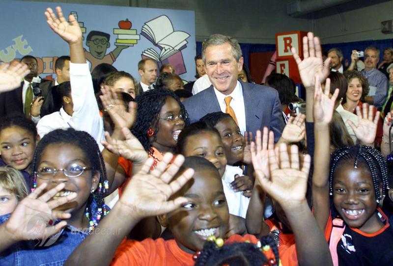 """جورج بوش در جمع کودکان مدرسه """"جکسون ویل""""فلوریدا. 10 سپتامبر 2001"""